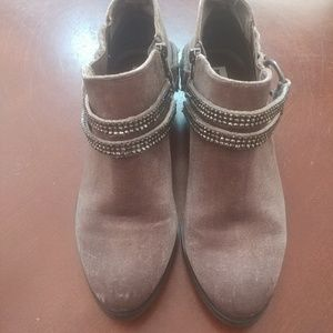 7.5 Just Rated light pink velvet booties